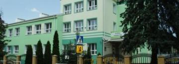 Zdjęcie budynku Szkoły Podstawowej nr 4 w Augustowie