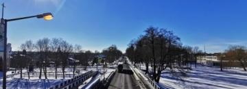 Zdjęcie Augustowa zimą, widok z kładki nad nad Kanałem Bystrym.
