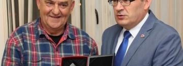 Burmistrz Augustowa przyznaje tytuł Ambasadora Augustowa Maciejowi Krzywińskiemu
