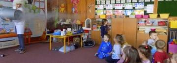Przedszkolaki wzięły udział w pokazach naukowych w Przedszkolu nr 6