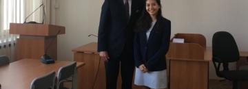 Elizabeth Arcega i burmistrz Wojciech Walulik