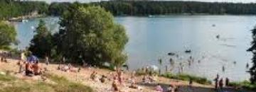 Budowa plaży nad jeziorem Necko w dzielnicy Borki w Augustowie