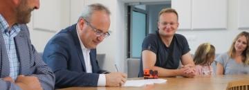 Budowa ścieżki do Ślepska stała się faktem! Burmistrz podpisał umowę ze starostwem i jeszcze w tym roku ścieżka do dzielnicy Ślepsk zostanie wybudowana.