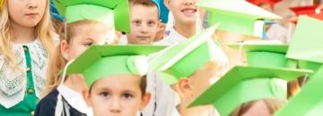 Burmistrz Mirosław Karolczuk podjął decyzjęo nieuruchamianiu szkół podstawowych w tradycyjnej formie. Uczniowie dokończą rok zdalnie. Przeczytaj artykuł i dowiedz się więcej.