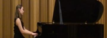 Weronika Sobolewska podczas recitalu fortepianowego